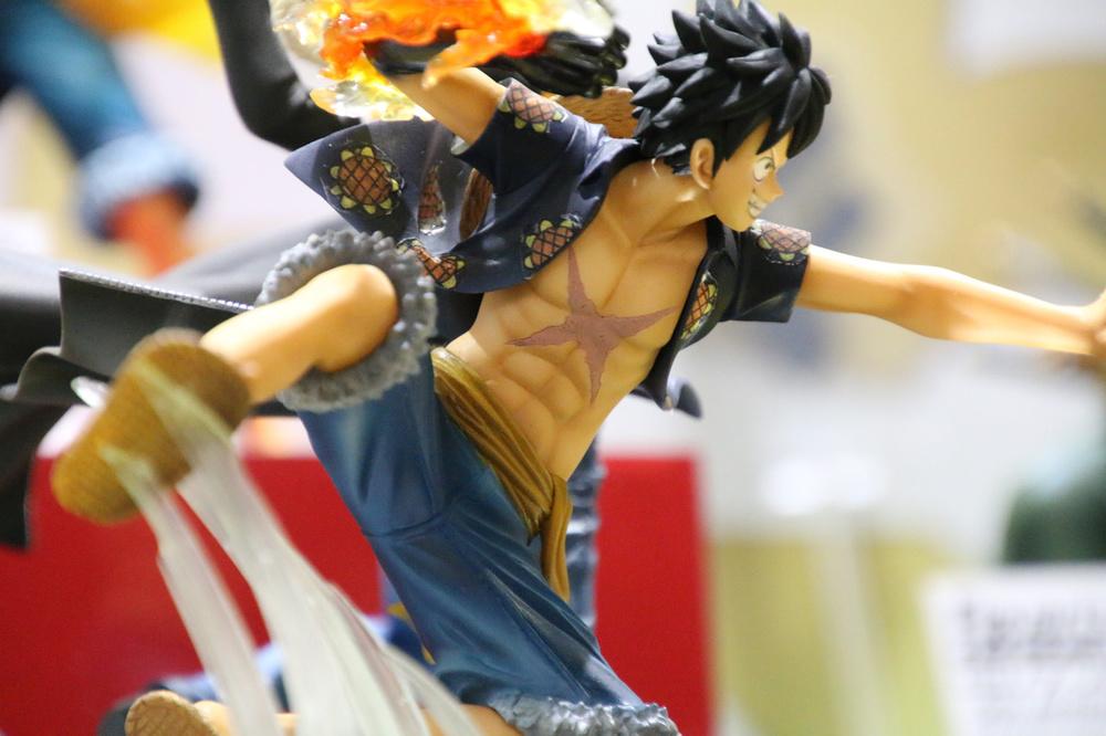 One Piece Figuarts 5th Anniversary Trafalgar Law and Luffy pvc Figure No Box